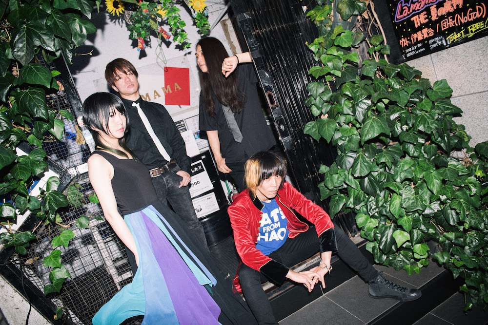 なぜ、彼らはTHE 夏の魔物で演奏を続けるのか?──バンドメンバー4人が語るロックのあり方