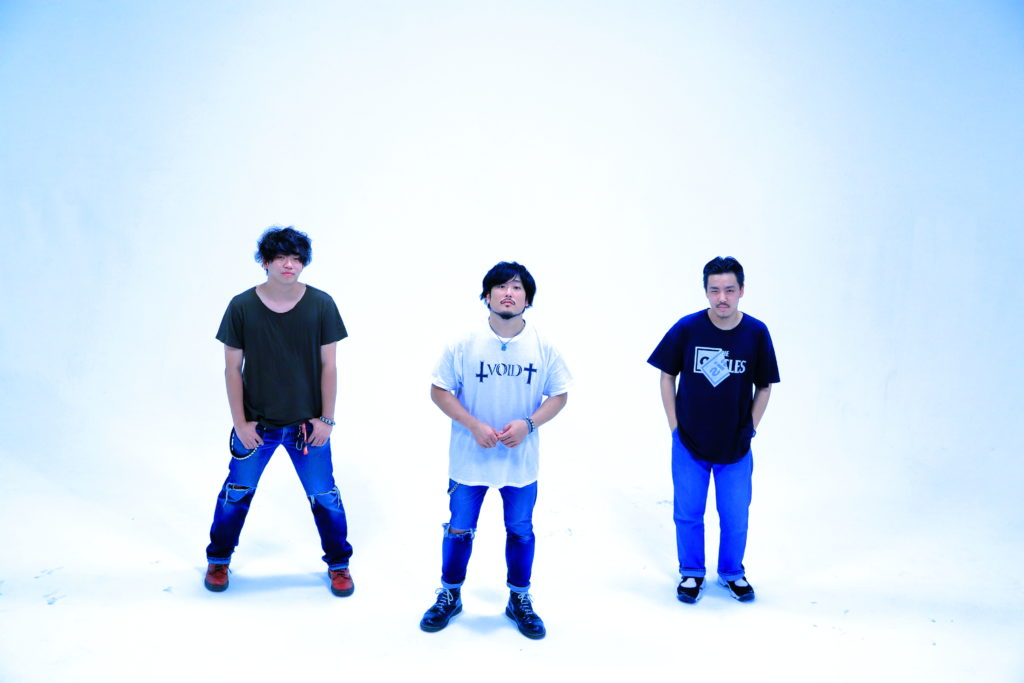 THE FOREVER YOUNGのツアーにSIX LOUNGE、突然少年、BUZZ THE BEARSら