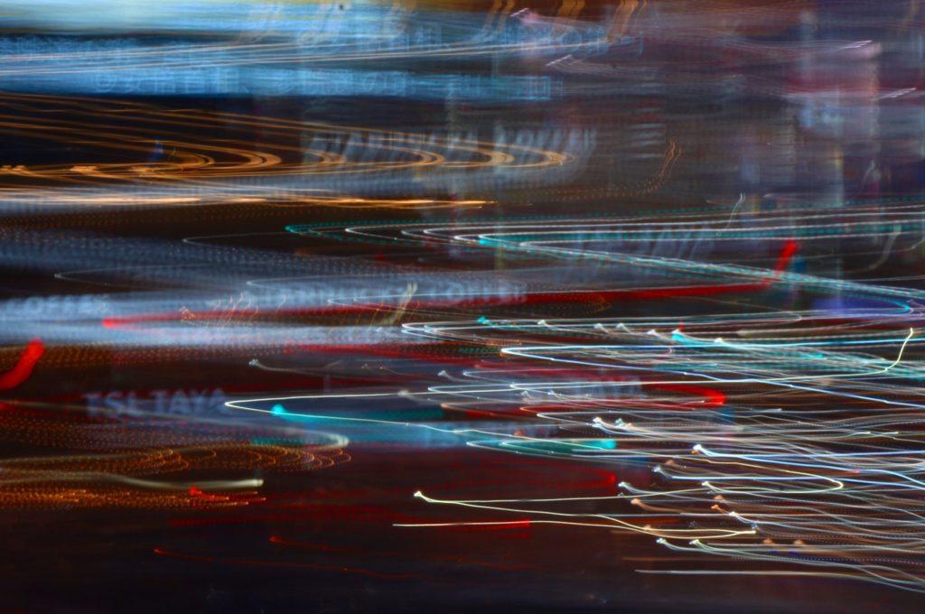 内田珠鈴、初自主企画イベント内で写真展「光の中を泳ぐ」開催