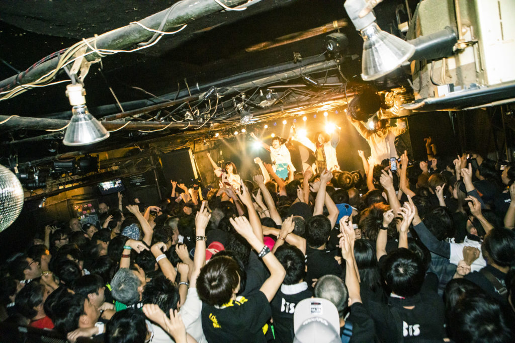 【LIVE REPORT】第3期BiS初ツアー下北沢SHELTER公演、MC&アンコールなし汗と熱気のぶっ通し21曲