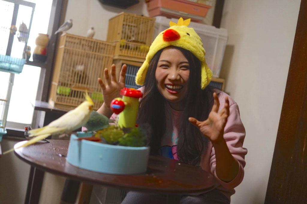 【REPORT】町あかり、小鳥が飛び交う昭和的サロンにて紙芝居と絵本で読み聞かせ