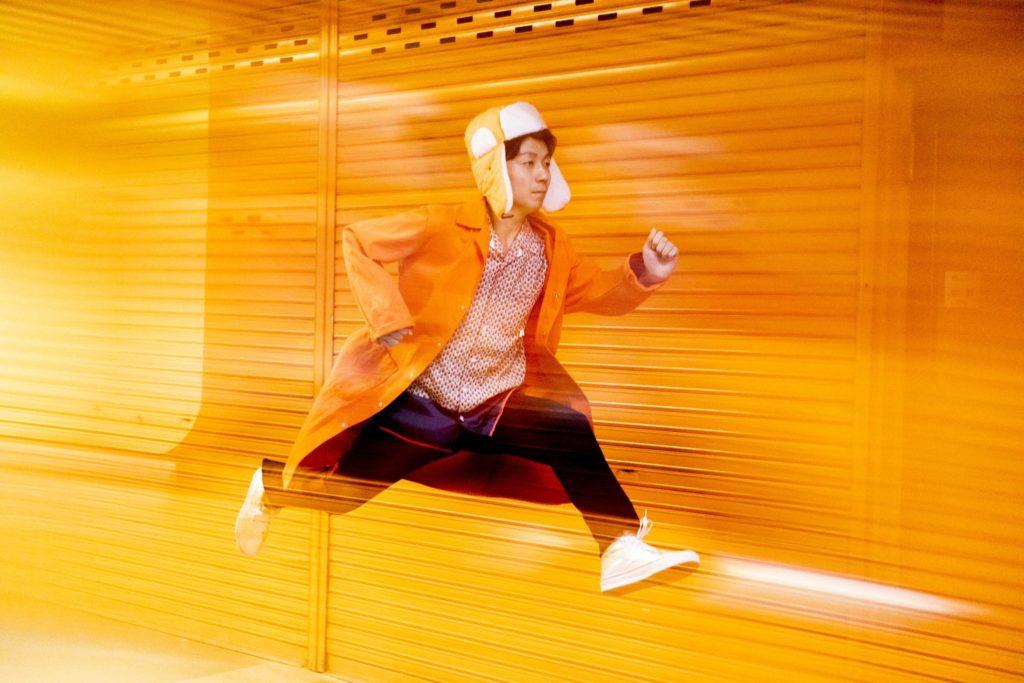 "Kenmochi Hidefumi、今年2曲目の新曲「Bombay Sapphire」は""3分間のマインドトリップ"""