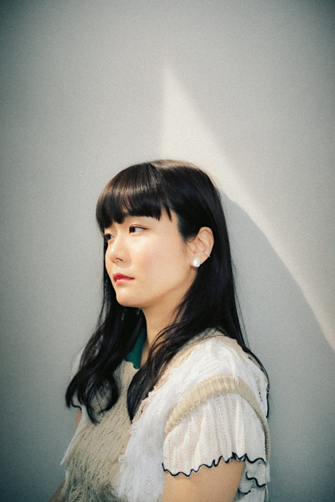 吉澤嘉代子、初の無観客配信ライヴ〈通信・すなっく嘉代子〉開催
