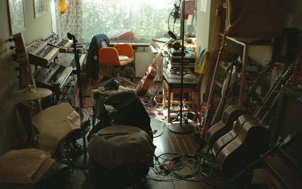 ROTH BART BARONが創造するコロナ以降の全国ツアー 祝福されていない世界でタフネスある音楽を鳴らすために