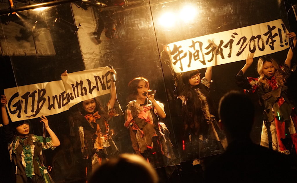 """【LIVE REPORT】GO TO THE BEDS、2021年幕開け元日ワンマンで""""年間200本ライヴ""""を宣言"""