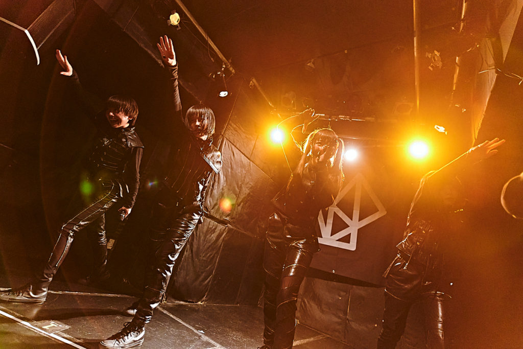 【LIVE REPORT】ASPが初ライヴでアルバム全曲披露、アンコールで再びノンストップで13曲