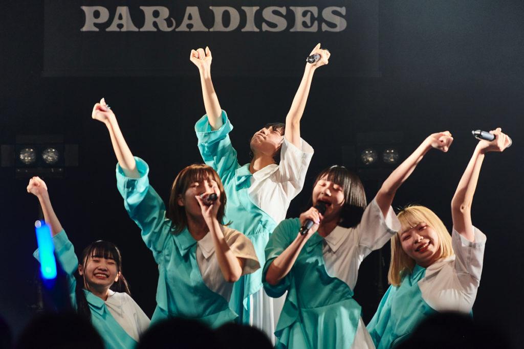 【LIVE REPORT】PARADISES、月ノ復帰後5人体制初ワンマンで魅せた前向きな笑顔
