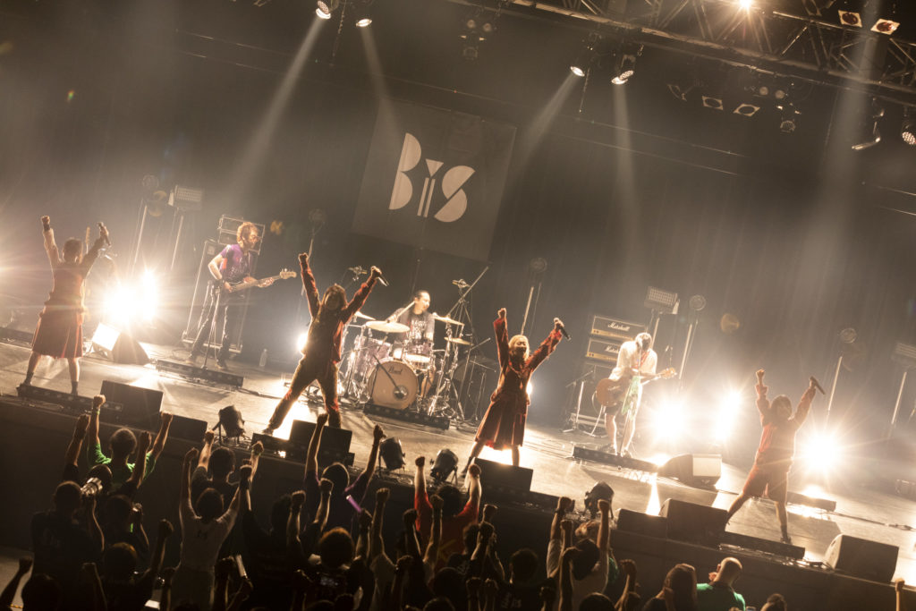 【LIVE REPORT】BiS、初のバンド編成で挑んだ東北ツアー完遂「来年のアラバキにこのメンバーで出たい」